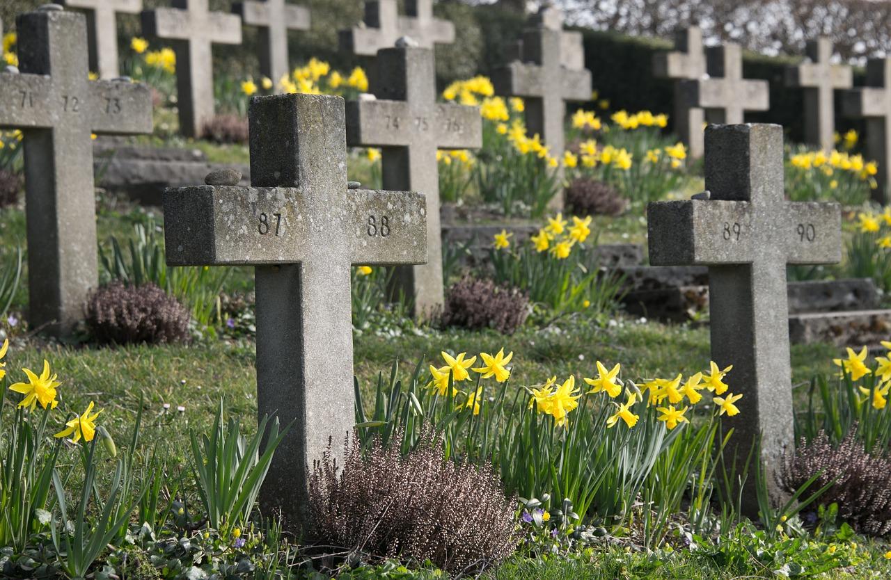 cemetery-300076_1280blickpixel